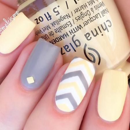 Geel met grijze pastelnagels
