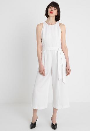 Witte jumpsuit met riem en culotte