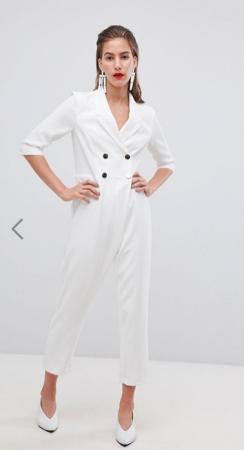 Witte getailleerde jumpsuit met dubbele rij knopen