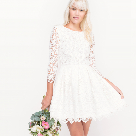 Witte mini-jurk met kant en driekwartsmouwen