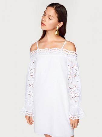 Witte off-shoulder-jurk met mouwen in broderie anglaise 'Reni'