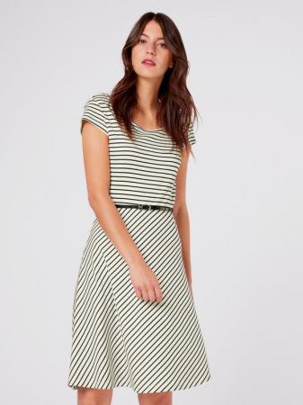 Wit-zwarte jurk met horizontale en diagonale streepjes