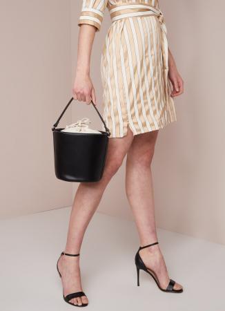 3. De bucket bag