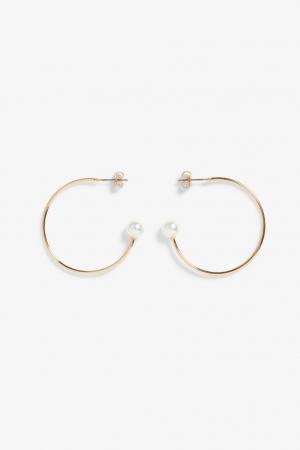 Goudkleurige oorringen met faux pearls