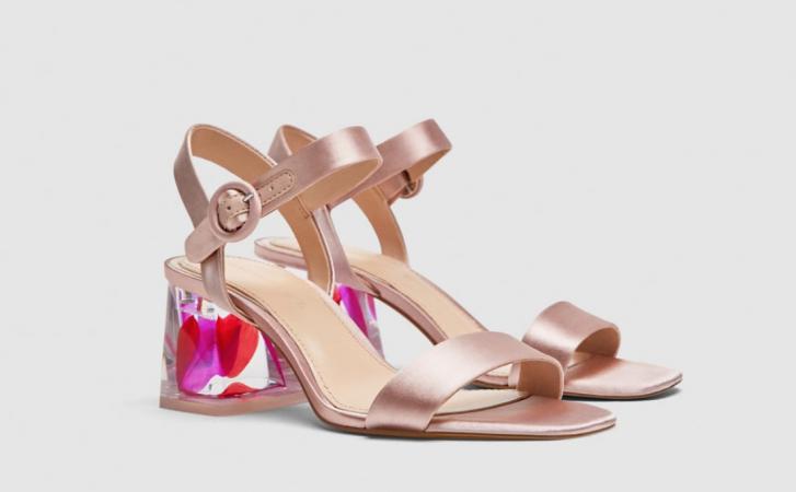 Satijnen sandalen met fantasiehak