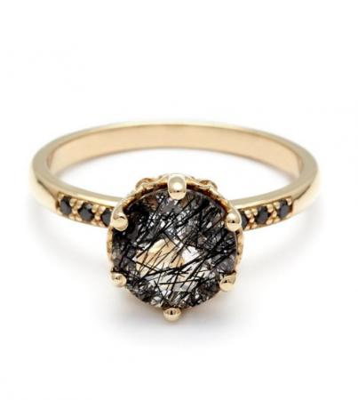Gouden ring met zwarte kwarts