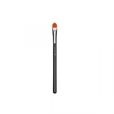 MAC Cosmetics – Concealer Brush