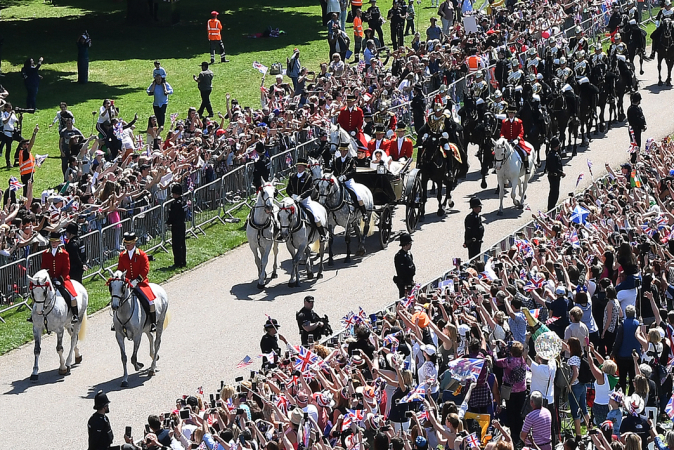 Koninklijke paarden Milford Haven, Sir Basil, Tyrone en Storm trekken de koets