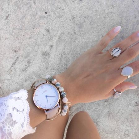 Zilverkleurige ring met schelp