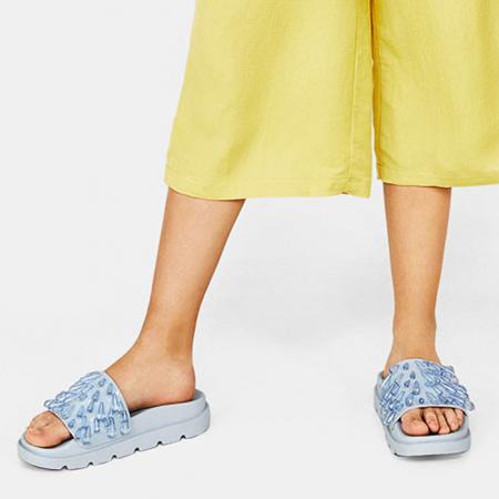 19 x comfortabele badslippers die deze zomer je sandalen vervangen