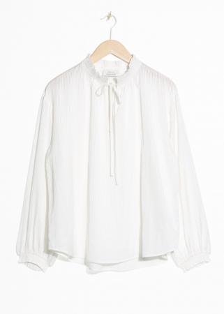 Witte bloes met strikje