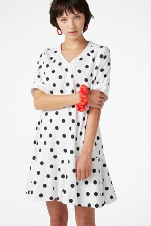 Witte jurk met zwarte polkadots
