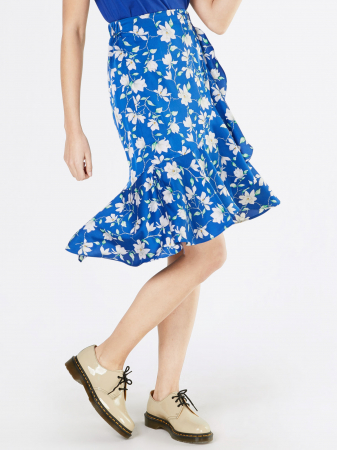Blauwe rok met witte bloemenprint