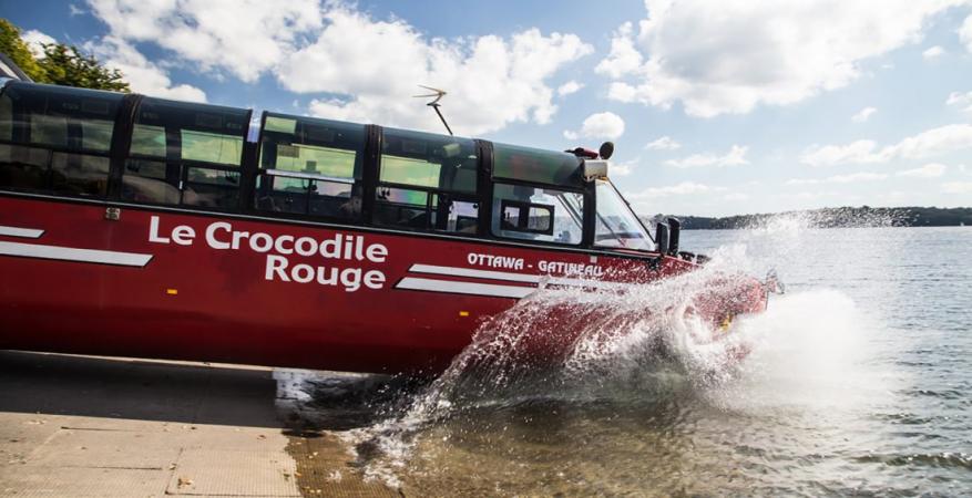Rouler en bus dans l'eau