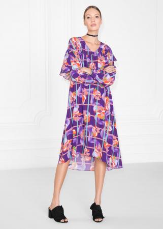Robe violette à volants, carreaux et fleurs tropicales