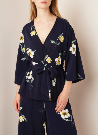 Marineblauwe kimono met bloemenmotief