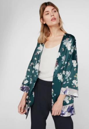 Woudgroene kimono met vlinder- en bloemenpatroon