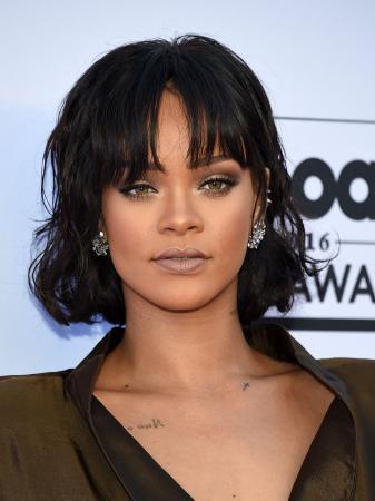 Vierkant gezicht zoals Rihanna