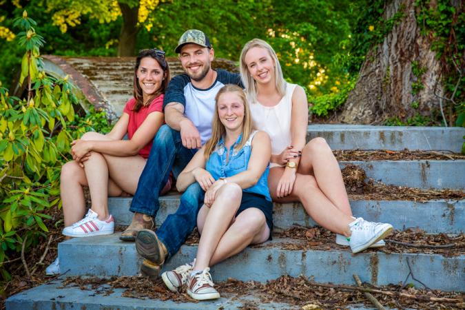 Boer Bjorn neemt Lore (25, Bornem), Jolien (22, Beveren) en Evelyn (28, Paal) mee naar Canada