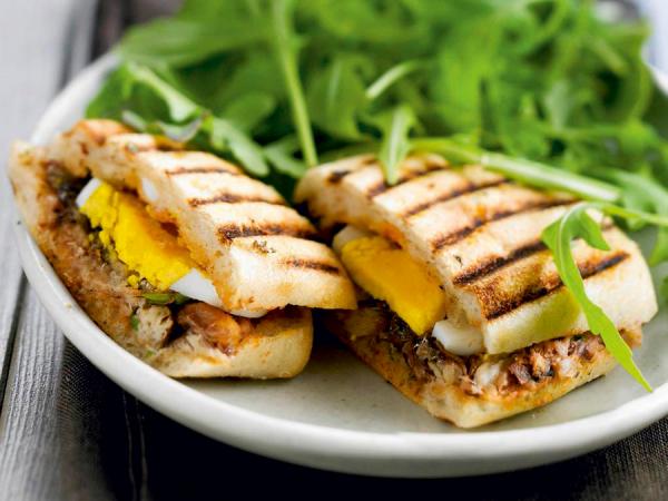 Maandag: panini-croque met ei