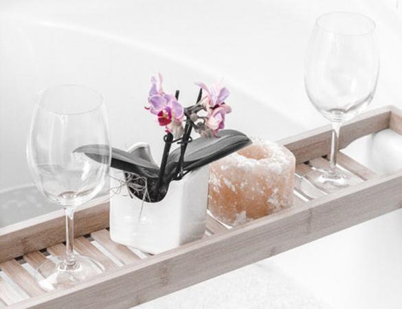 2. Vul een warm bad wanneer je partner thuiskomt van een lange dag op het werk en kruip er samen in.
