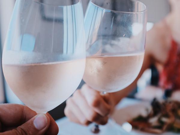 18. Drink eens samen een glas, gewoon thuis.