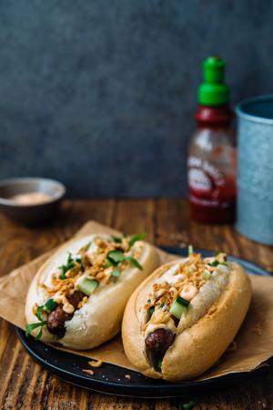 Hotdogs uit de oven met spicy mayo