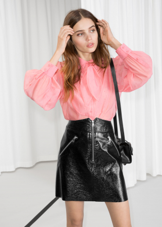 Roze hemd met stippenmotief en pofmouwen