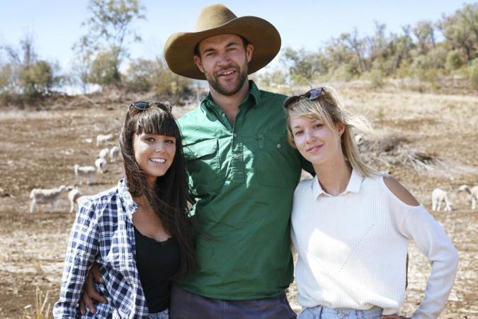 Boer Jan koos Romina (27) en Laura (27).