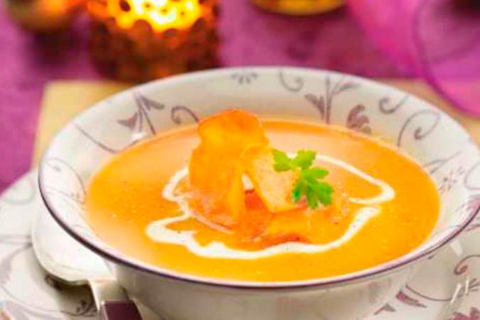 Woensdag: soep van geroosterde pompoen met chips van zoete aardappel