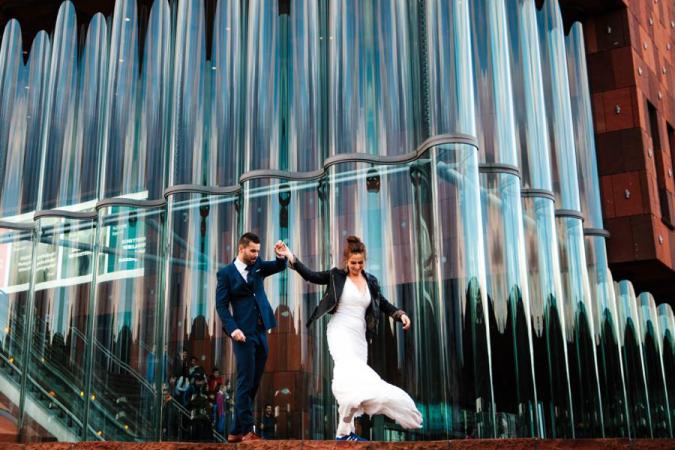 Marjolein verkoopt de kanten jurk die ze droeg toen ze met Mike trouwde.