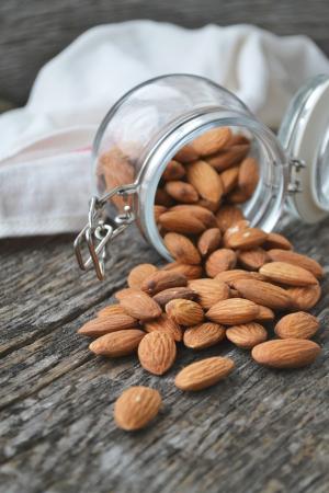 De meeste noten (zoals walnoten, amandelen en pitten)