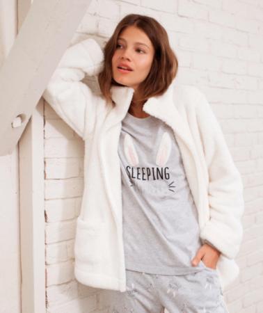 Wit-grijze pyjamaset met konijntjes