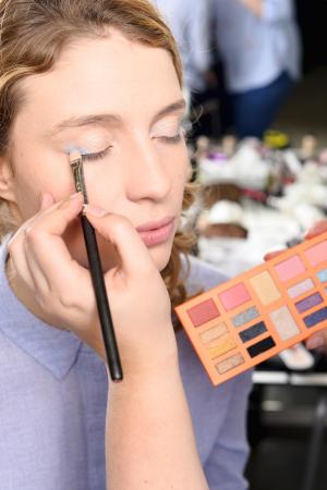 Stap 2:oogschaduw, highlighter en blush
