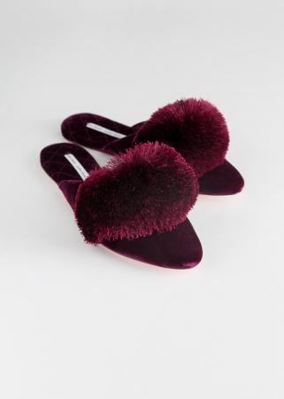 Slippers en velours à pompons