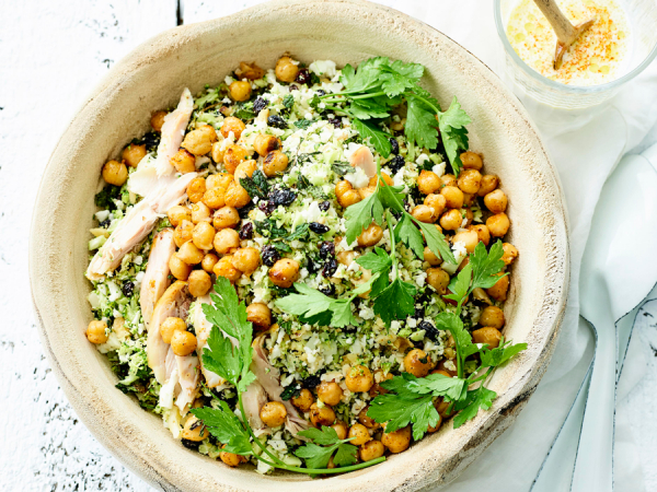 Dinsdag: taboulé van broccoli en bloemkool, gebakken kikkererwten en kip