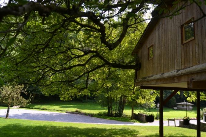 Les trois cabanes et la roulotte du moulin de Lisogne – Dinant