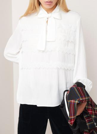 Wit hemd met strik en kanten details
