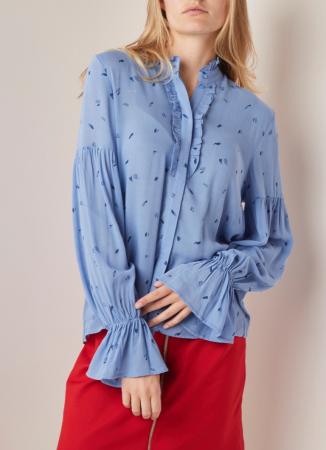 Ijsblauw hemd met ruches en volantmouw