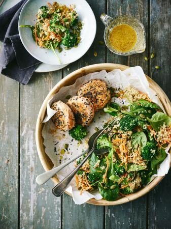 Zalmburger met quinoa, broccoli en spinazie (4 pers. – 30 min.)