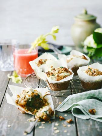 Havermoutmuffins met spinazie, noten en geitenkaas (12 stuks – 15 min. + 20 min. in de oven)