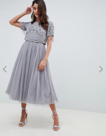Zilvergrijze midi-jurk met crop top en rok in tule