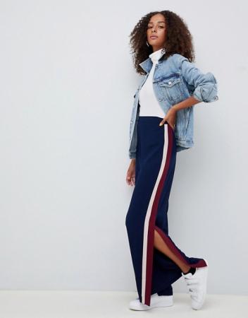 Pantalon large fendu avec rayure sur le côté