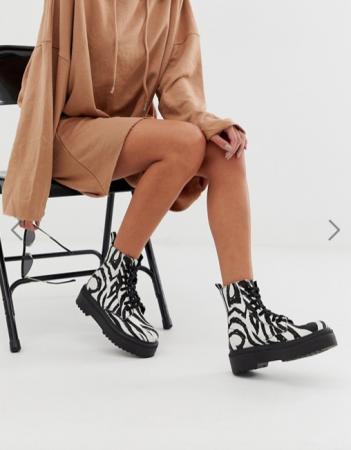 Witte rijglaarzen met zebraprint
