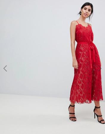 Kanten jurk met fijne bandjes en strik