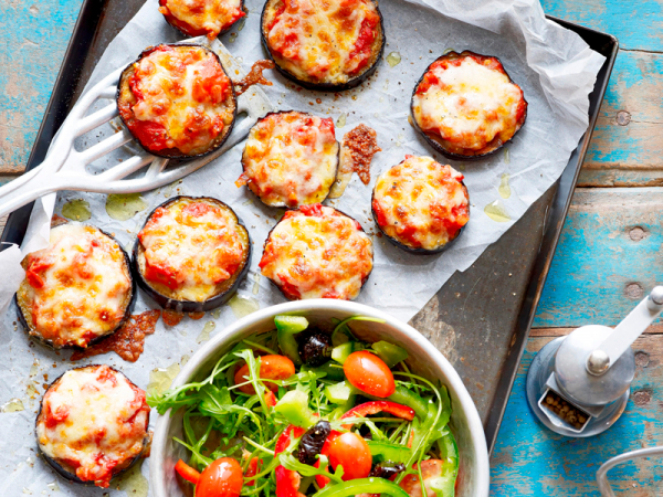 Donderdag: auberginepizza's met rucola-tomatensalade