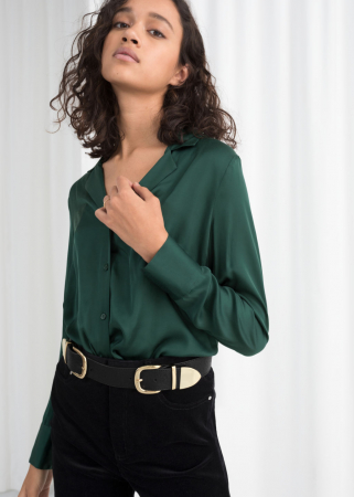 8. Een satijnen blouse