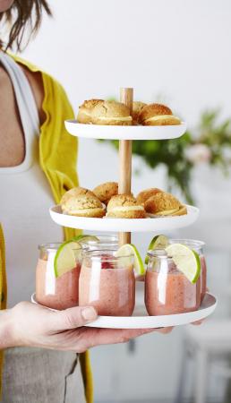 Amandelmacarons met lemoncurd & watermeloensmoothie met kokosmelk en aardbei
