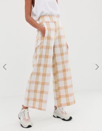 Witte broekmet gele ruiten