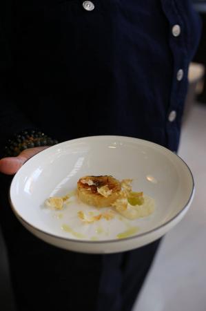 Céleri rave laqué, fromage blanc de brebis, vinaigrette aux herbes
